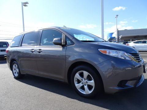 Pre-Owned 2017 Toyota Sienna LE Auto Access Seat